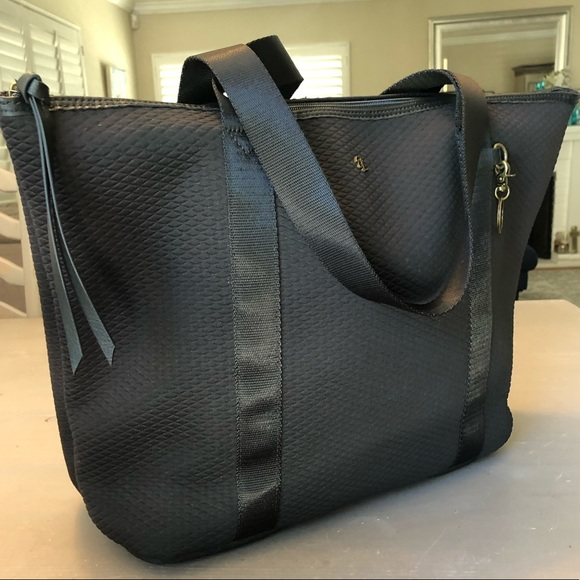 Elliott Lucca Handbags - Stunning Elliott Lucca tote